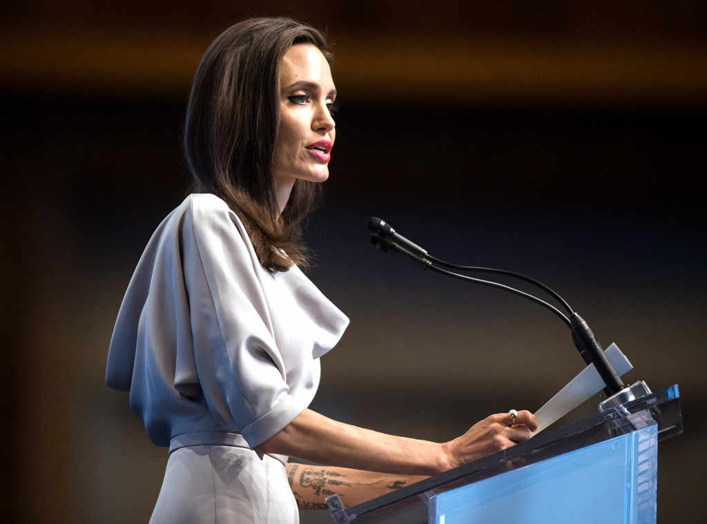 rs 1024x759 171115181937 1024.Angelina Jolie Vancouver.ms.111517